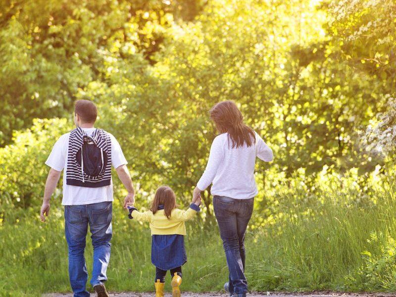 happy-family-in-nature-PJ74BC2-oory1wrzsddt77rd3xn9y57ctwykovydirj8libf40